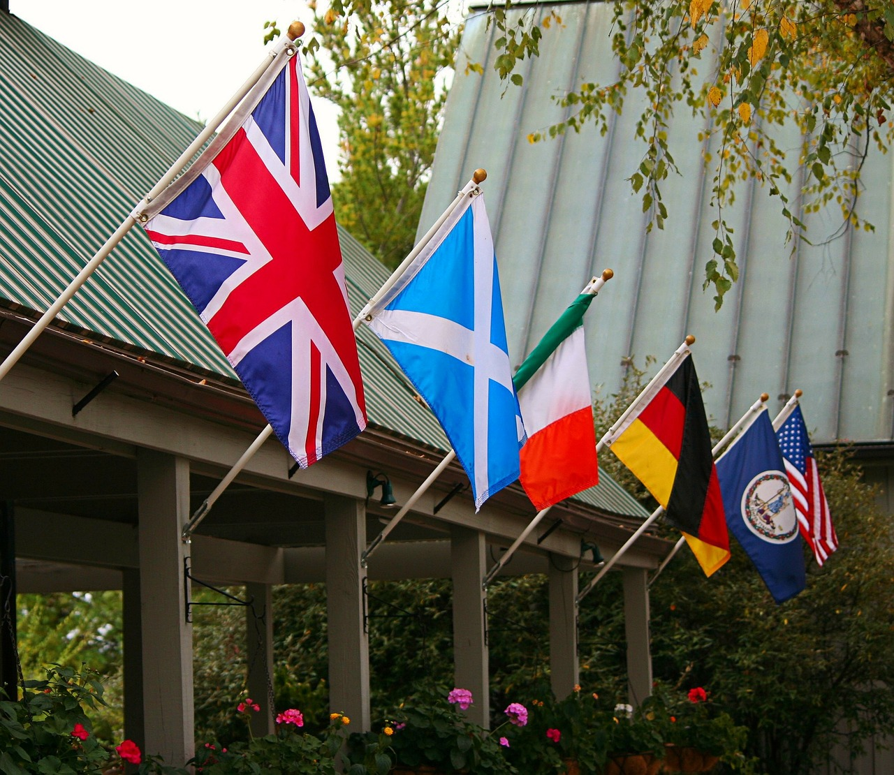flags-65616_1280