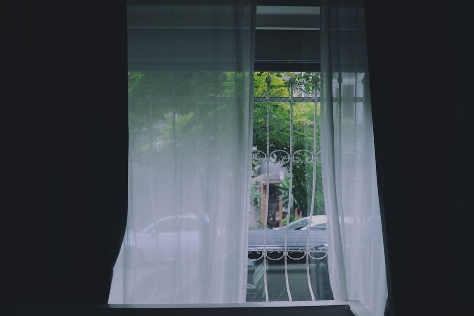 window-691542_960_720