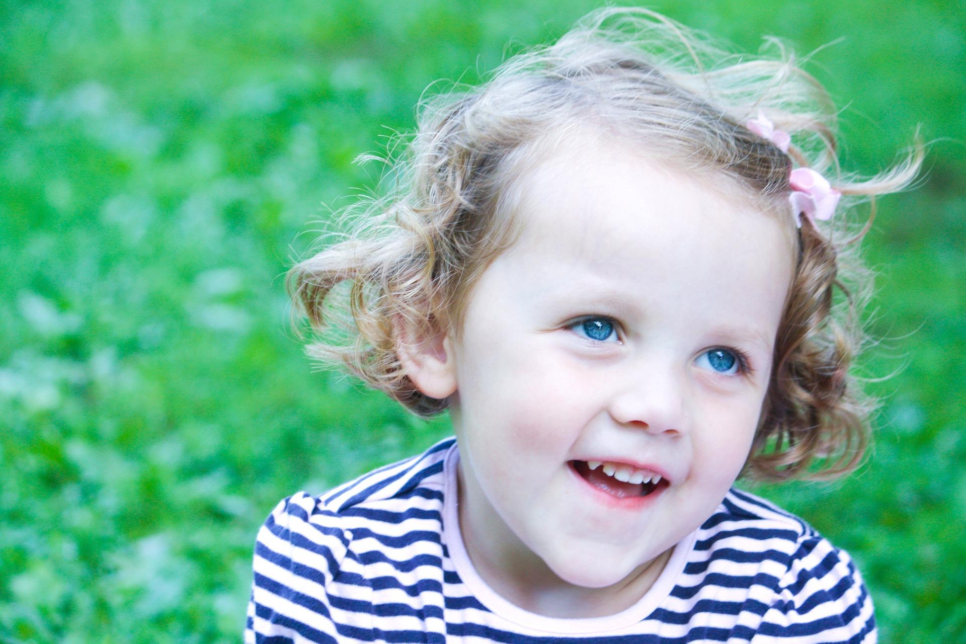 little-girl-1304923_1920